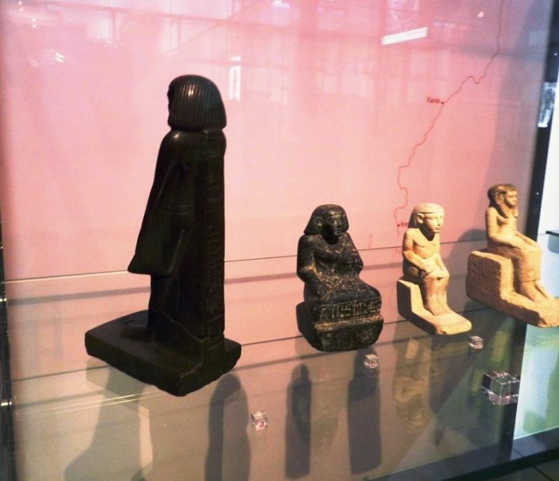 Statua egizia che si muove da sola