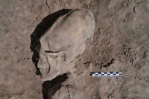 Strani scheletri in un cimitero Messicano