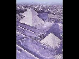 Rarissima neve sulle piramidi